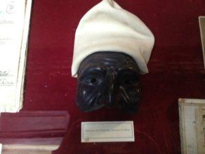 La maschera di Pulcinella indossata da Antonio Petito, custodita presso la Biblioteca Nazionale Vittorio Emanuele III